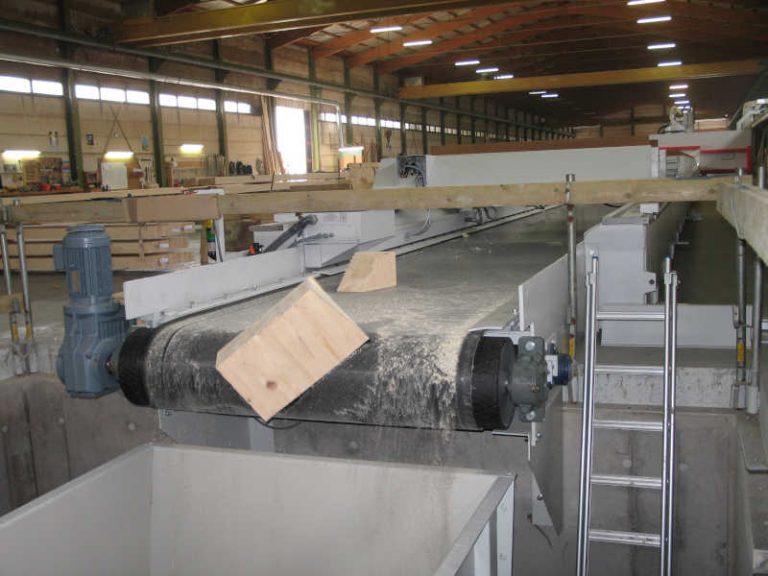 Gleitgurtförderer für den Transport von Restholz mit SEW Getriebe Gurtbreite 1600 mm