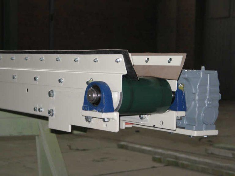 Gleitgurtförderer Gurtbreite 200 mm in einem Kalksandsteinwerk mit SEW Aufsteckgetriebe